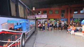el boleto para viajar entre parana y santa fe ya paso los 32 pesos