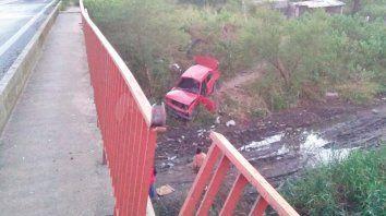 despiste fatal: conductor murio tras caer su auto desde un puente en ruta 168