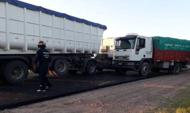 Accidente en cadena en ruta 12 involucró tres camiones y un auto