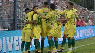 El festejo de los jugadores del equipo de Varela.