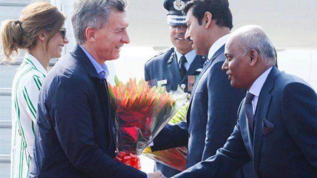 Macri llegó a la India, donde este lunes inicia una visita de Estado