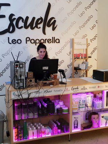 Funciona una escuela de peluquería Leo Paparella en la ciudad