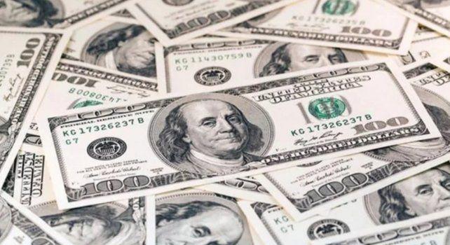 En medio de las tensiones económicas, el dólar bajó 24 centavos