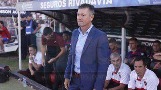 La mirada. Sciacqua indicó que el punto que sumó Patronato ante Aldosivi tendrá valor si logra levantar la bandera de la victoria ante Tigre.