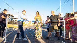 Varisco inauguró el asfalto de calle Luis Alberto Spinetta