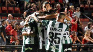 Los jugadores del Taladro festejaron en Santa Fe.