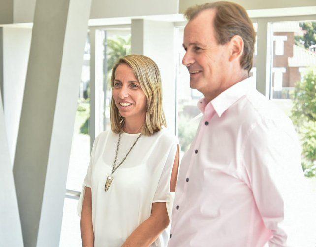 Laura Strata y Gustavo Bordet en la presentación oficial de la fórmula.