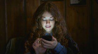 ¿El teléfono puede escuchar conversaciones privadas?