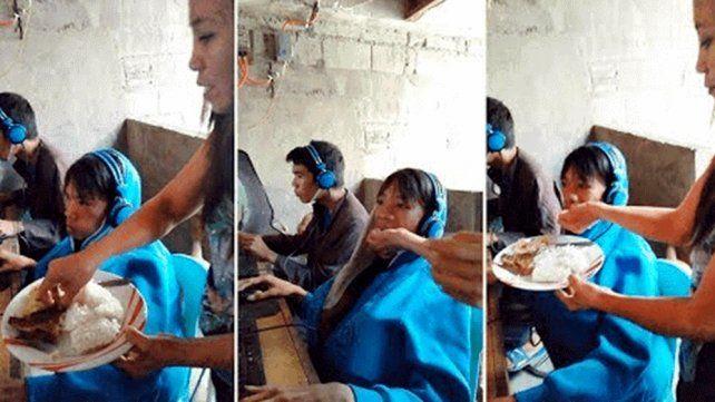 Video: la madre que alimenta a su hijo de 13 años en la boca porque no se puede despegar de un videojuego