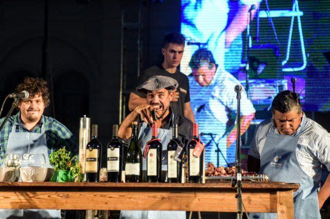 Chano María cocinó exquisiteses en vivo.