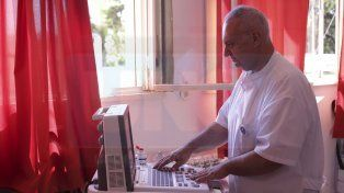 Fundneo entregó un ecógrafo portátil digital a la sala de Neonatología del San Roque