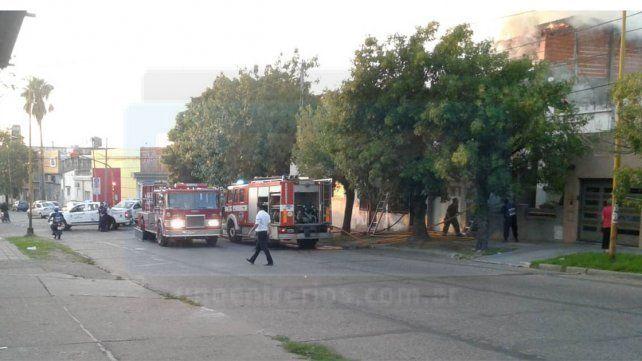 Bomberos sofocaron un incendio en la planta alta de una vivienda en Paraná