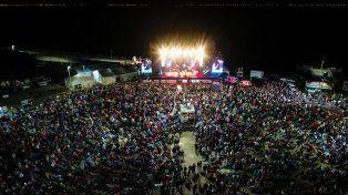 Convocatoria. Cada año, una multitud se da cita en la Costanera para disfrutar la esta fiesta popular.