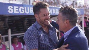 Gustavo Lema sonríe ante el encuentro conMario Sciacqua .