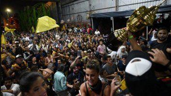 la comparsa ara yevi se quedo con el tricampeonato en el carnaval del pais