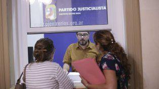 Precandidatos a senador del justicialismo objetan el criterio restrictivo del pegado