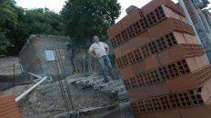 Apoyo. La familia de Néstor, quien trabaja como changarín en el rubro de la construcción, es muy querida en el barrio.
