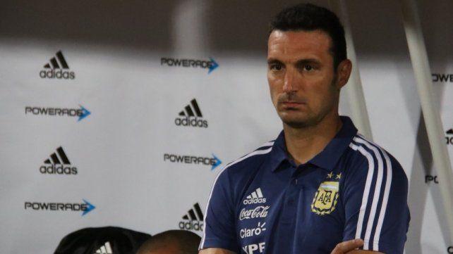 Scaloni analiza una sorpresa de la Superliga para la lista de la Selección