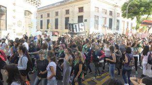 Masiva movilización por el día internacional de la mujer