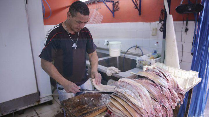 Mercado. Lo que más compran los consumidores de pescado son los filet y las milanesas.