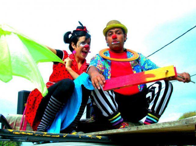 Propuesta. Peperina y Charamusca divertirán al público con malabares