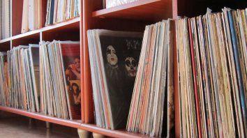 la musica vuelve en surcos negros