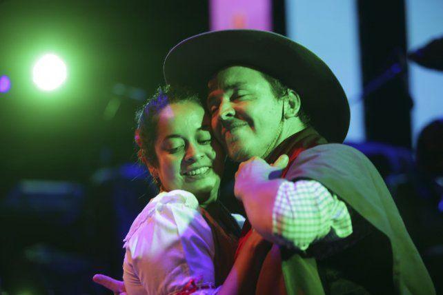 La pasión y el sentimiento de los bailarines se dejaron ver en el escenario.