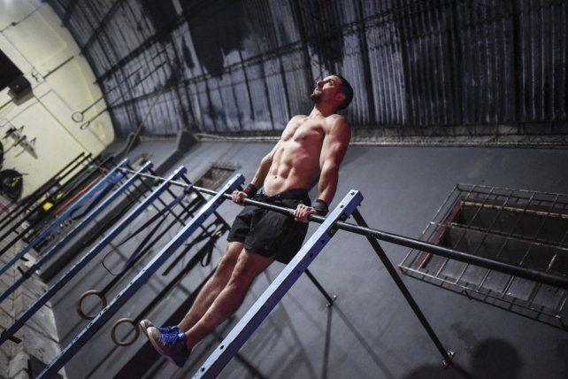 Elmuscle upes uno de los ejercicios calisténicos que incorporó el Crossfit.