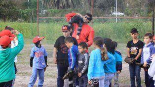 Sóftbol: Invitan a sumarse a las inferiores de Patronato