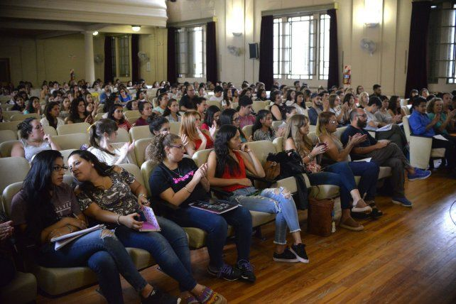 El auditorio de la Escuela Normal contó con una gran convocatoria.