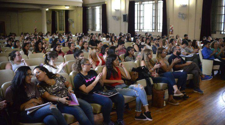 El auditorio de la Escuela Normal contó con una gran convocatoria.
