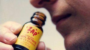 El popper es una droga psicoactiva que se inhala y produce en pocos minutos un estado de euforia.