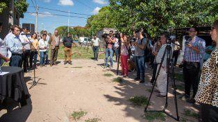 Varisco entregó escrituras de terrenos a vecinos de barrio El Progreso