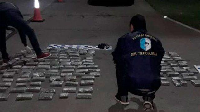 Incautaron más de 170 panes de marihuana en un control policial en San Jaime de la Frontera