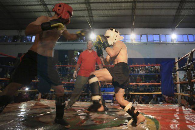 Buen nivel. Las peleas que se observaron durante toda la noche entregaron combates de calidad en el ring.