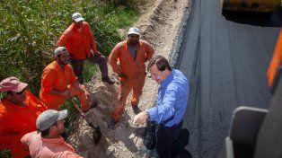 Avanzan los trabajos de pavimentación de calles Don Uva y Lebensohn