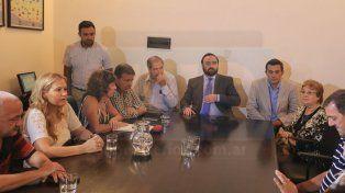 El Gobierno ratificó el aumento del 20% y anunció la devolución de descuentos por paro