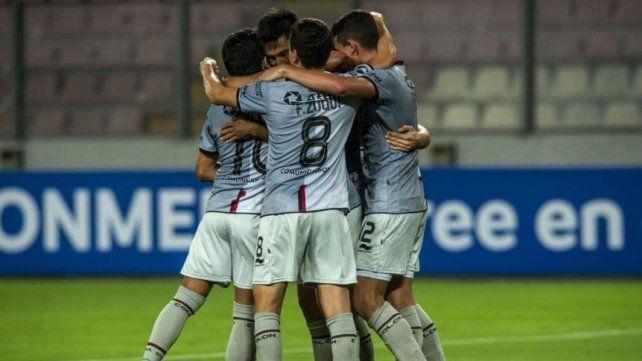 Colón goleó en Perú por la Sudamericana
