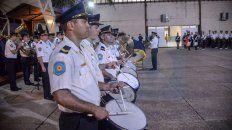 la policia compuso la marcha a los tripulantes del ara san juan