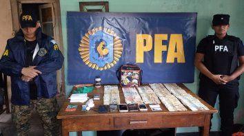razzia policial en el maccarone con secuestro de droga, dinero y detenidos