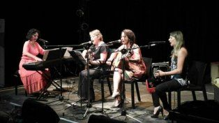 Un grupo musical articulado por la poesía fundamentalmente femenina.