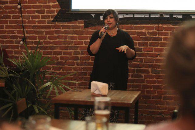 Dibia Liz Pacoricona Alfaro abrió las charlas de Ciencia en Happy Hour 2019.