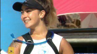 Juliette sonríe luego de llegar a la meta en Rosario.