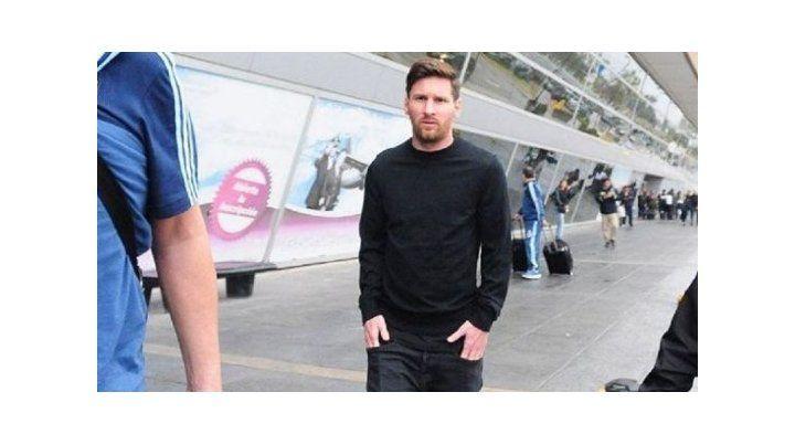 Messi abandonó la concentración argentina y regresa a Barcelona
