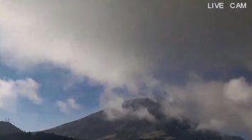mexico: el volcan popocatepetl registra una nueva explosion con contenido alto de ceniza