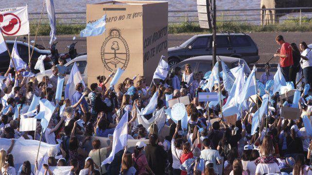 En la Marcha Por la Vida de Paraná todos los mensajes fueron para los políticos