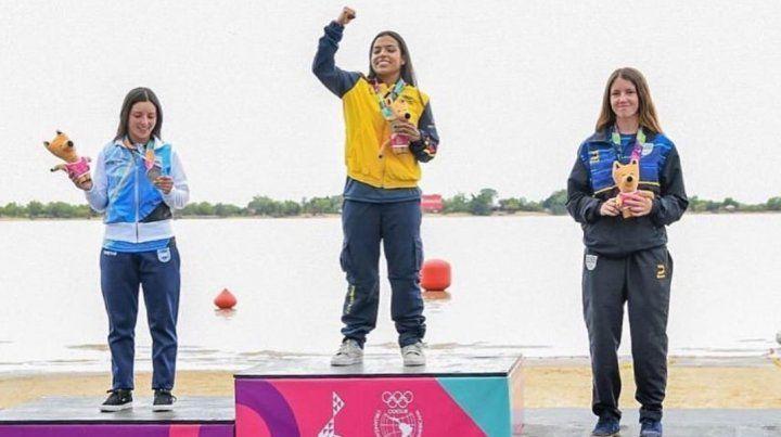 El podio femenino con Melisa sumando la plateada.