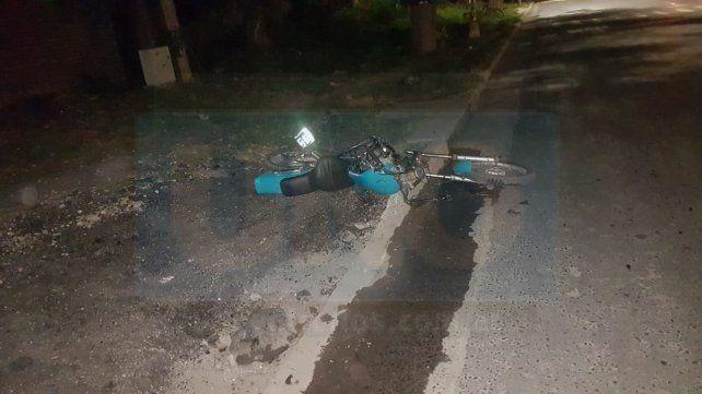 Motociclista gravemente herido tras ser embestido por un automóvil