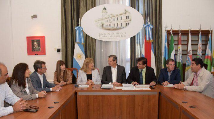 Anuncian la construcción de 500 viviendas para Paraná