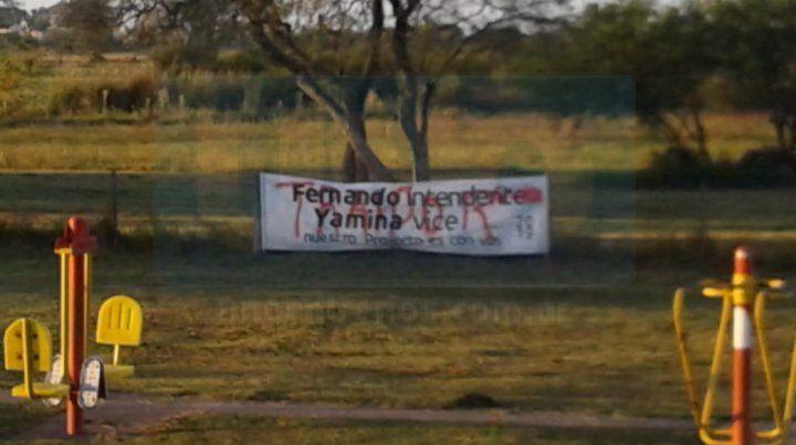 Denuncian ataques vandálicos sobre pasacalles del peronismo